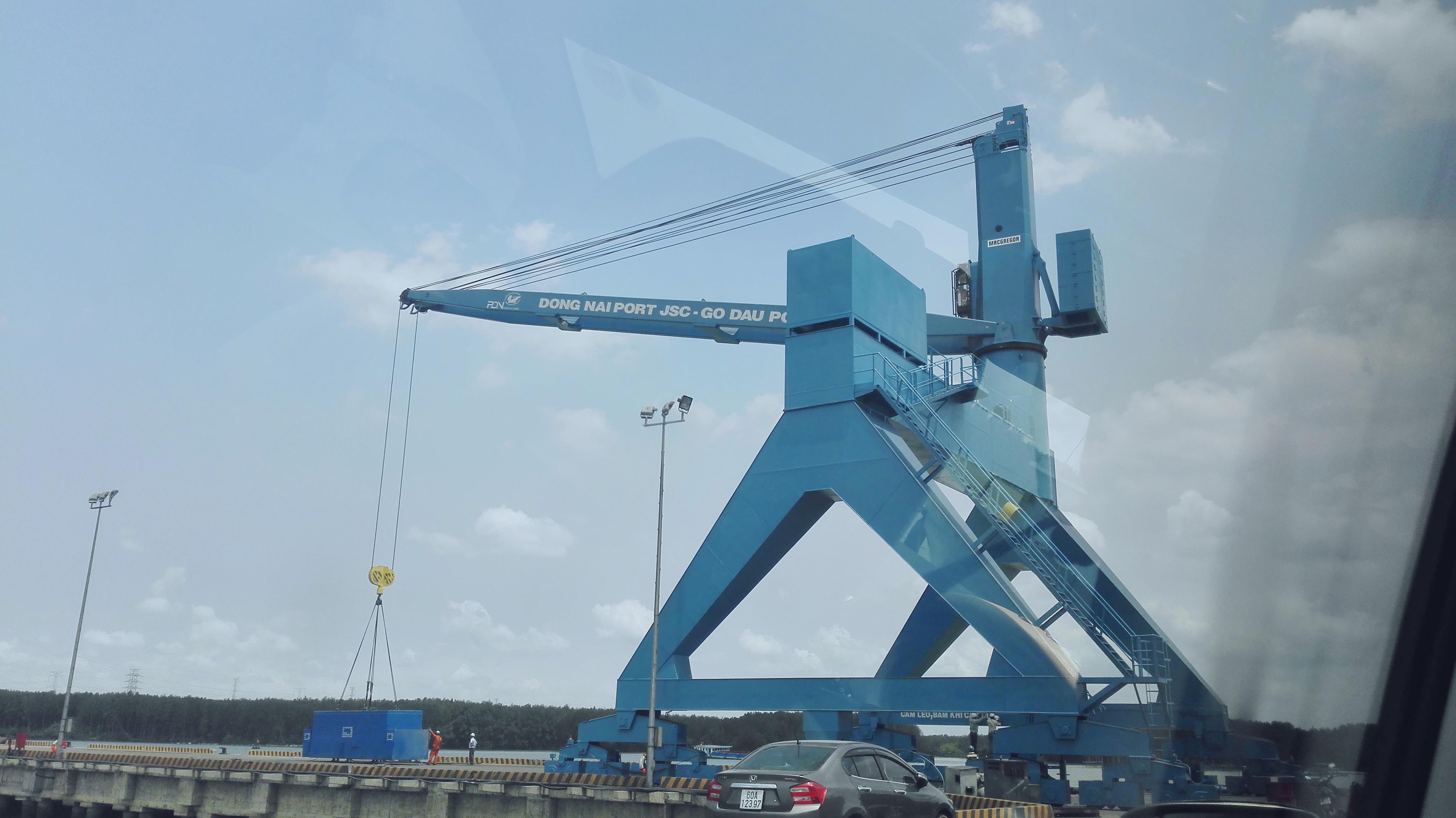 Cung cấp và lắp dựng cần cẩu MacGregor chạy trên ray cảng Gò Dầu